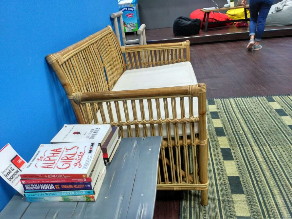 Tempat buku di EV Hive