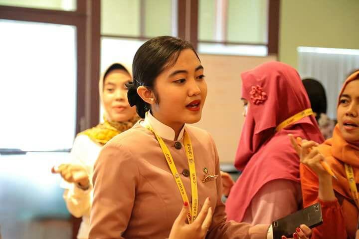 Miss Wiwi menjelaskan kepada para Blogger