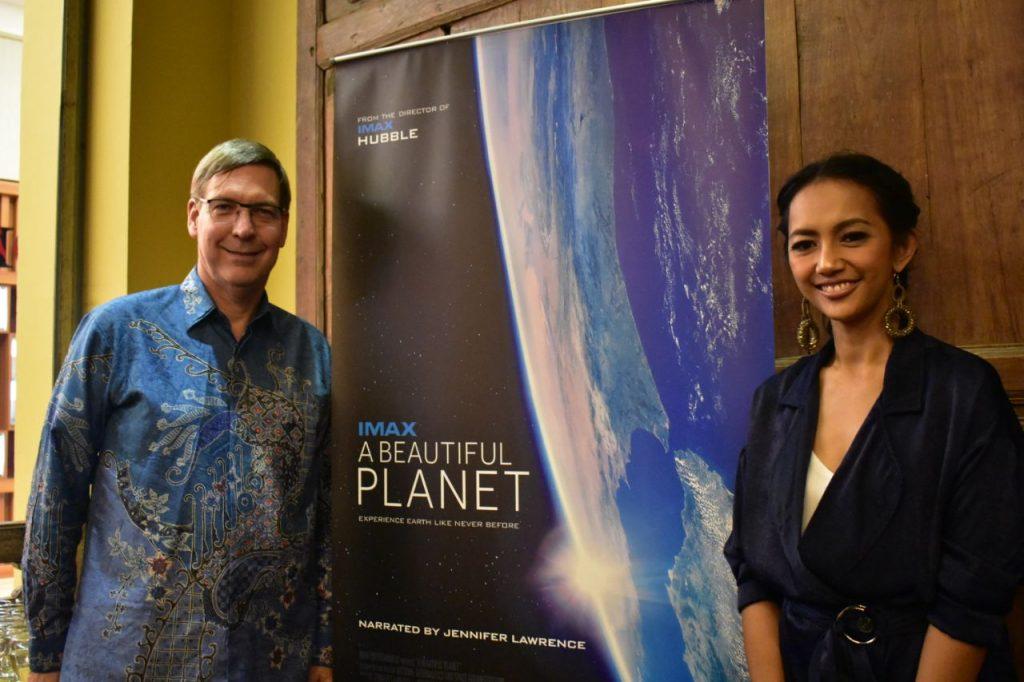 Duta Besar Kanada di Indonesia bersama Nina Tamam