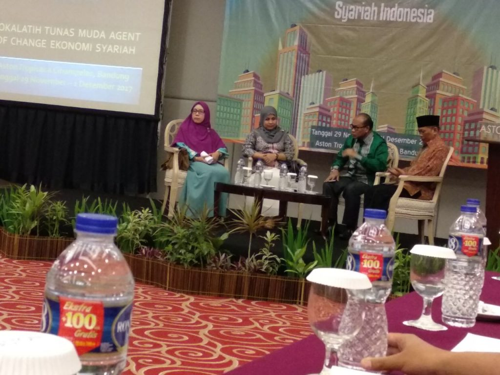 Sesi diskusi Lokalatih Tunas Muda Agent of Change Ekonomi Syariah bersama Prof. DR. H Muhammadiyah Amin M.Ag