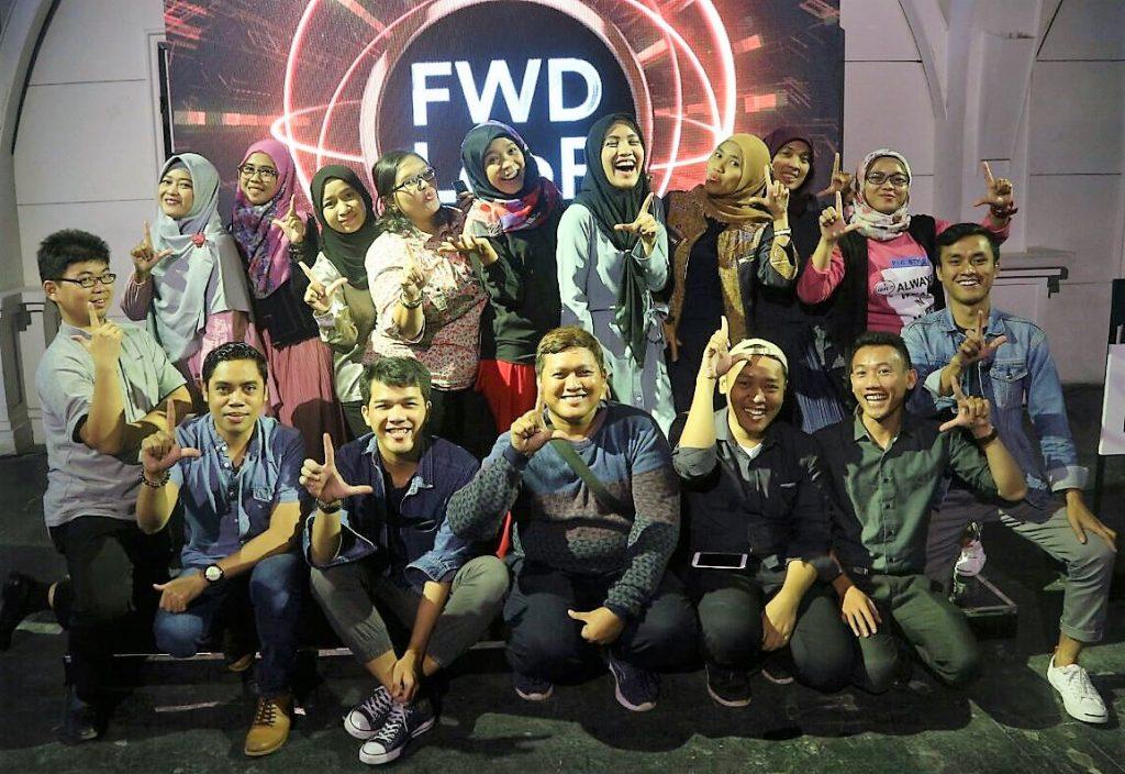 Saya bersama teman-teman Blogger menghadiri peluncuran FWD LooP