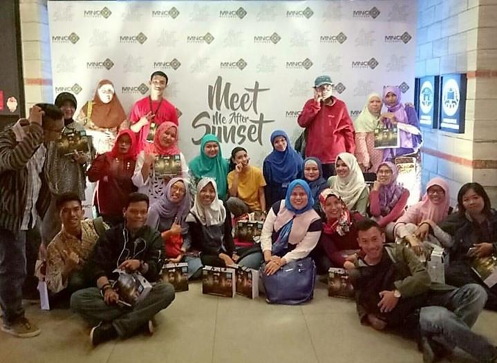 Saya dan teman-teman Blogger saat menghadiri Pree Screening Film Meet Me After Sunset di CGV Grand Indonesia