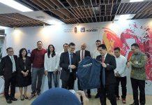 Pemberian Jaket kepada Ketua Umum KOI