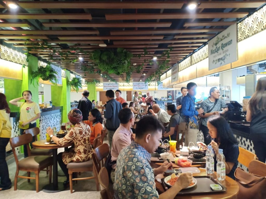 Suasana Pasar Pinuh Greko Creative Hub