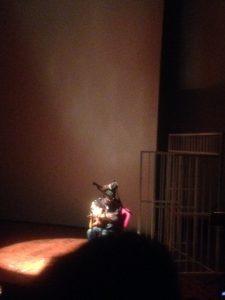 """Dadang """"Dankie"""" Pranoto (Navicula/Dialog Dini Hari) membawakan lagu Sekeping Kenangan. Goethehaus (21/8)"""