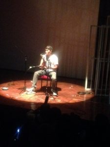 Man Angga (Nosstress) membawakan lagu Si Buyung. Goethehaus (21/8)