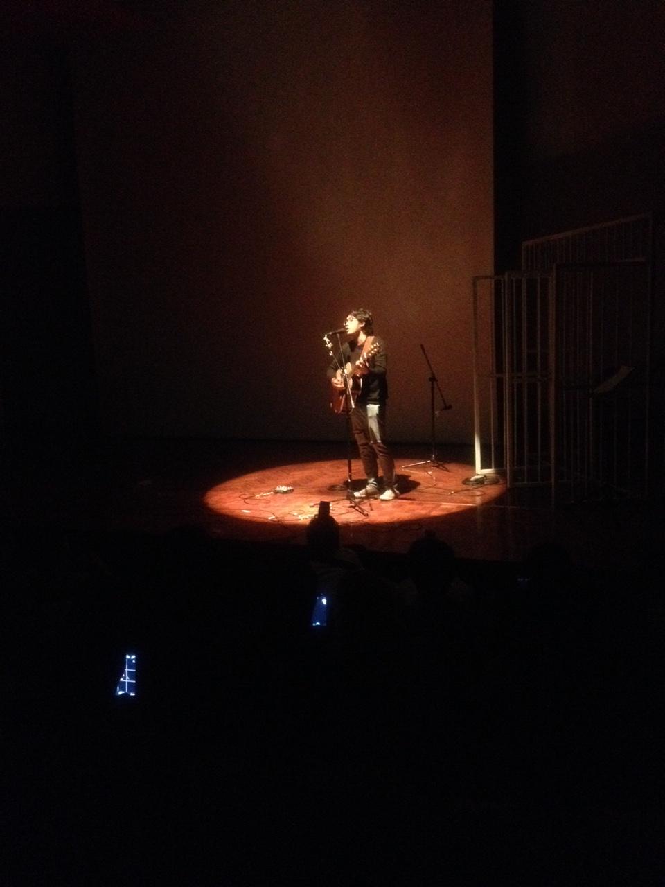 Guna Warma (Nosstress) membawakan lagu Dekon. Goethehaus (21/8)