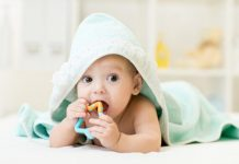 melatih kemampuan bayi 4 bulan