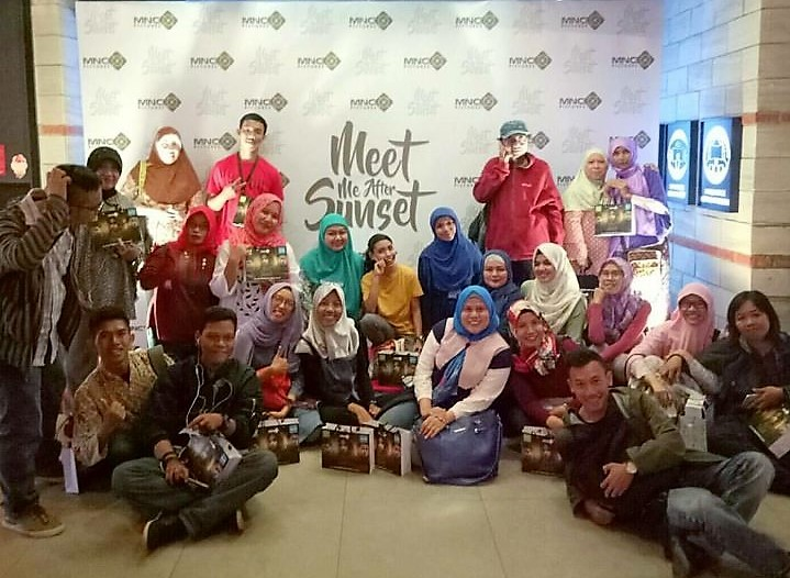 Saya dan teman-teman Blogger saat menghadiri Pree Screening Film Meet Me After Sunset di CGV Grand Indonesia