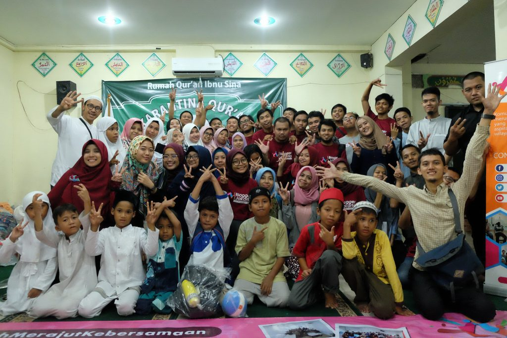Foto bersama Blogger Jakarta dengan anak-anak