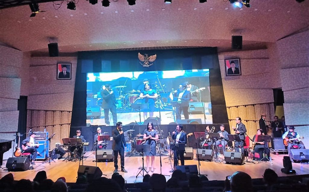 Konser The Professor Band tribute to Koes Plus dan Panbers