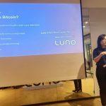 Mba Claristy dari Luno sedang menjelaskan Luno Indonesia