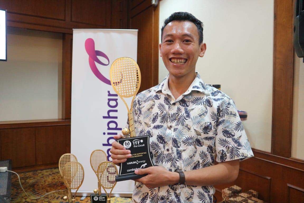 Saya saat menghadiri conference press Combiphar Tennis Open (2)