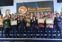 Para pemenang di Bisnis Indonesia Bisnis Financial Award 2018 bersama Menkominfo dan Direktur PT JAG