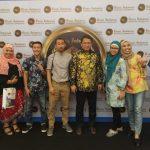 Saya bersama teman-teman Blogger Jakarta foto bersama Menkominfo di Bisnis Indonesia Financial Award 2018