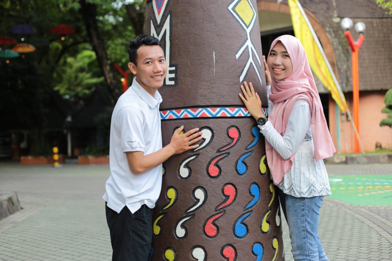 Saya bersama istri saat liburan di Jogja