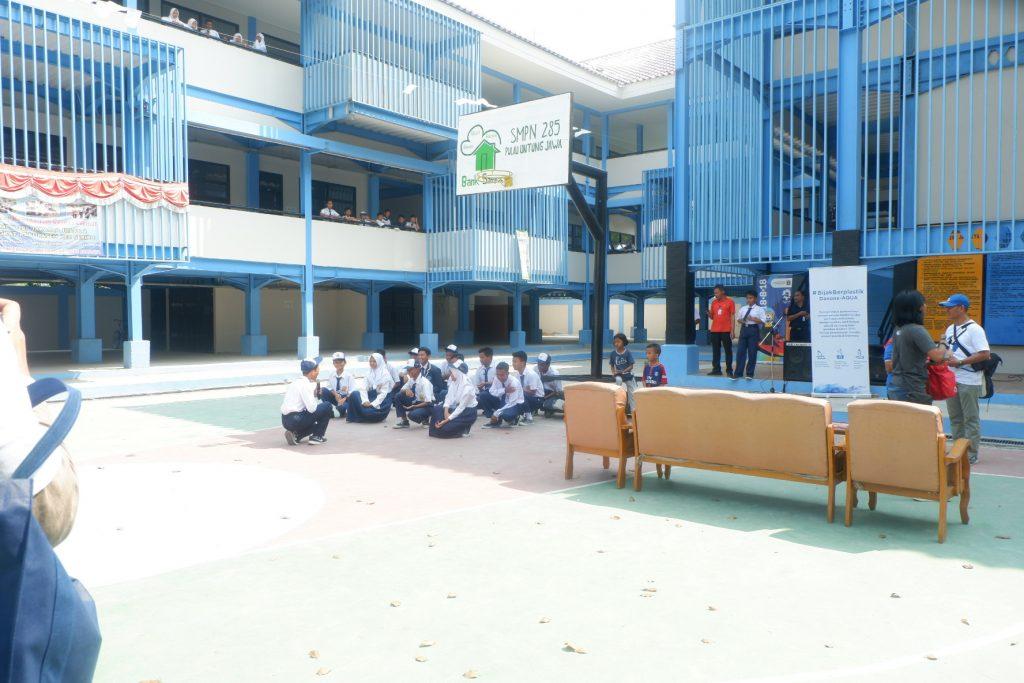 Tiba di SMP N 285 Disambut oleh para siswa