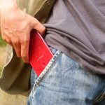 Oppo F9 ukurannya pas di kantong