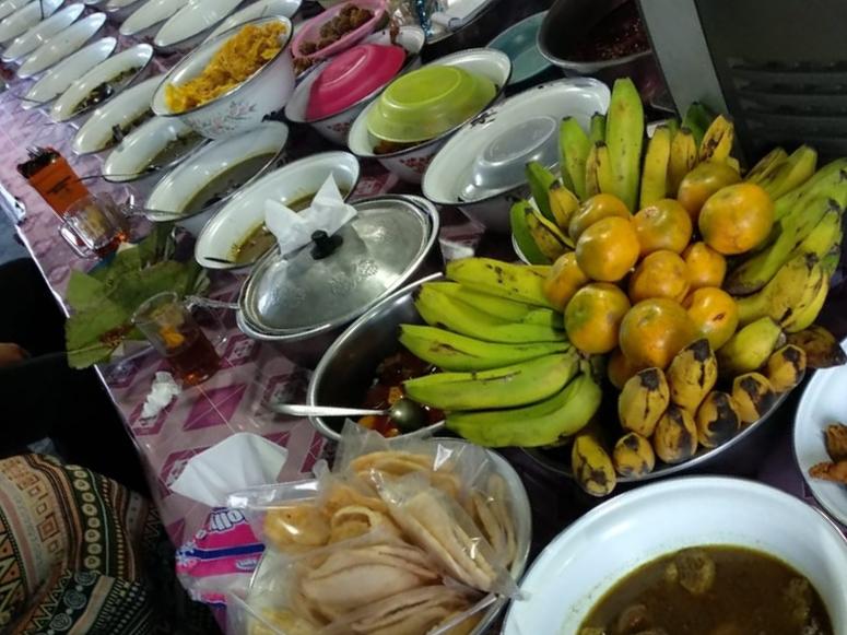 Warung Nasi Jamblang sekitar Stasiun Cirebon