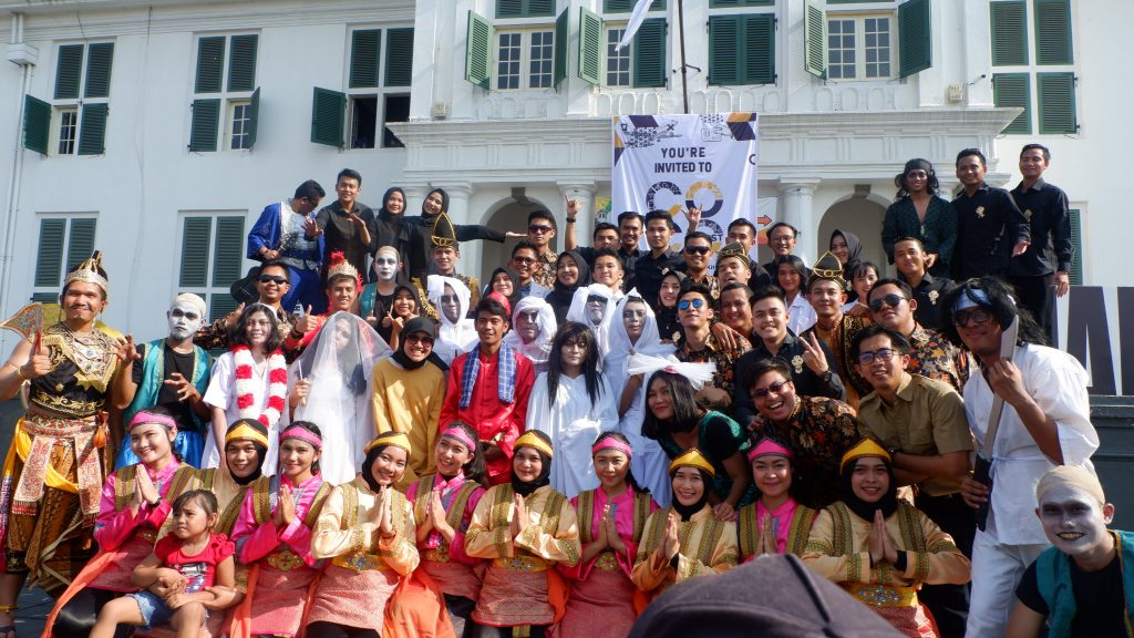 Akhirnya Flashmob Cocofest Indonesia diakhiri dengan foto bersama