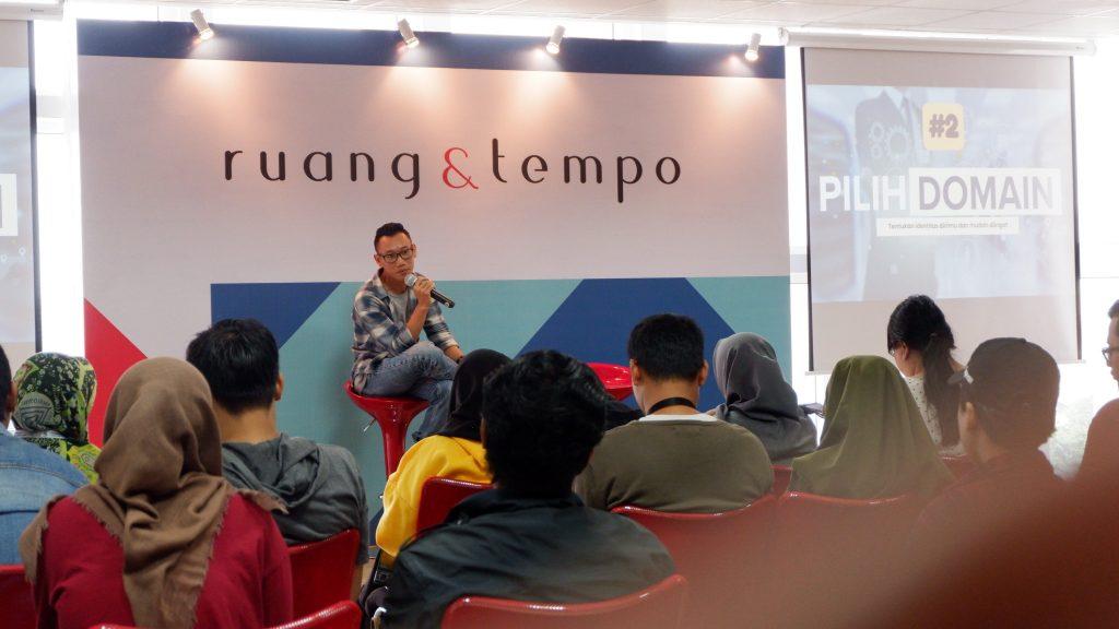 Saat mengisi sharing session Blogger Jakarta Menjadi Blogger Profesional